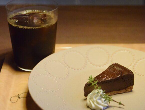 馬喰町『puukuu食堂 プークー食堂』のチョコレートチーズケーキ|東京カフェ